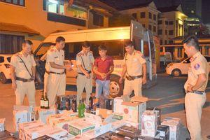 Thừa Thiên Huế bắt giữ xe vận chuyển 600 chai rượu lậu