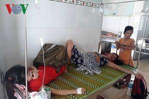 Hàng chục người nhập viện cấp cứu sau khi ăn cỗ cưới