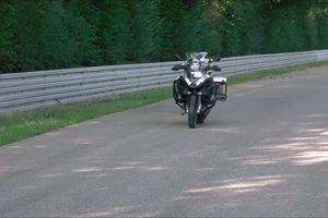 BMW Motorrad ra mẫu môtô có khả năng tự lái