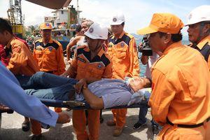 10 ngư dân Quảng Ngãi bị ngộ độc, hôn mê trên biển sau khi ăn cá chình