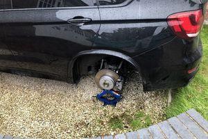 BMW X5 bị tháo cả 4 bánh trong lúc chủ xe đang ngủ