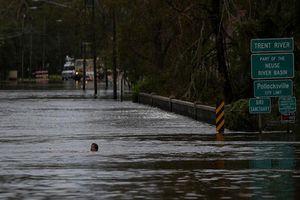 Dân Mỹ khốn khổ vì ngập lụt kinh hoàng sau siêu bão Florence