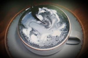 Độc đáo tách cà phê than từ vỏ dừa