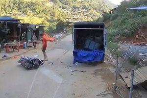 Xử lý thế nào vụ người chạy xe máy tử vong sau khi tông xe tải đậu ven đường?