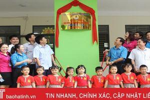 LĐLĐ Hà Tĩnh gắn biển công trình chào mừng Đại hội Công đoàn Việt Nam