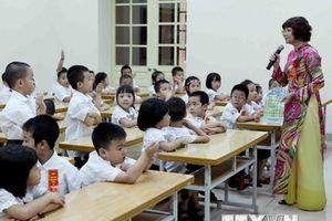 Yêu cầu giáo viên phải biết ngoại ngữ: Nên có lộ trình phù hợp?