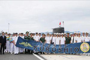 Tàu ngầm huấn luyện Lực lượng Tự vệ trên biển Nhật Bản cập cảng Cam Ranh