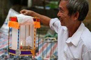 Nửa đời gắn với nan tre, giấy vẽ, làm đèn kéo quân để níu giữ một Trung thu xưa