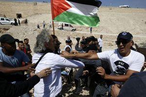 Giáo sư người Mỹ ngăn cản Israel phá hủy ngôi làng của người Palestine ở Bờ Tây
