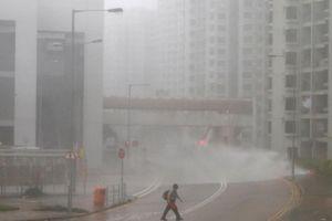 Hong Kong tan hoang sau siêu bão Mangkhut