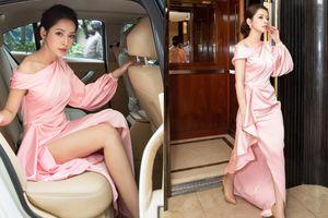 Chi Pu diện váy xẻ cao hun hút, liên tục 'lăng xê' đôi chân trần quyến rũ tại sự kiện