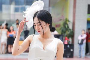 Xem show thời trang chào tân sinh viên của ĐH Hutech mới thấy: 'lò luyện' trai xinh gái đẹp chính là đây!