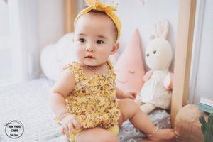 Bộ ảnh đầy biểu cảm của bé 'Gà Bông' nhân kỷ niệm sinh nhật 1 tuổi