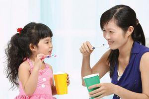 Trẻ 3 tuổi bị đau răng khó chịu, mẹ hãy thử dùng cách này để chữa