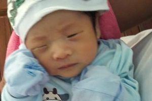 Bé tra 1 tháng tuổi bị bỏ rơi ở Quảng Ninh