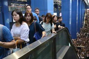 Giao thông ở Hong Kong tê liệt sau bão MANGKHUT