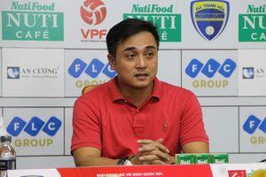 HLV FLC Thanh Hóa bị treo giò đến gần hết mùa giải