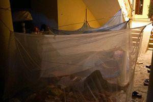Cảnh màn trời chiếu đất qua đêm sau đám cháy lớn ở Đê La Thành