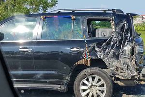Tài xế Lexus biển tứ quý 8 bị xe tải đâm tử vong khi xuống làm việc với CSGT
