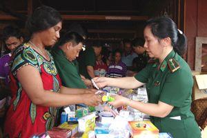 Khám bệnh, cấp thuốc miễn phí cho người dân Campuchia