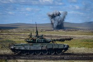 Hoành tráng xe tăng Nga khoe hỏa lực trong tập trận Vostok-2018