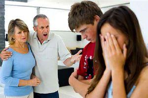 Cuộc sống gia đình căng như dây đàn vì... bố chồng quá gia trưởng
