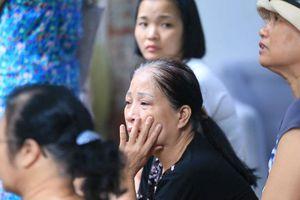 Bệnh nhân nghèo bơ vơ sau cháy lớn ở Đê La Thành: 'Tài sản cháy hết rồi, tiền đâu mà thuê nhà nghỉ'