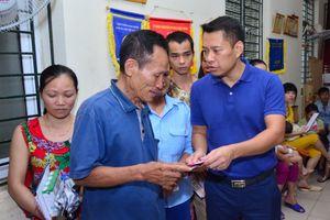Báo điện tử Nhân đạo và Đời sống trao hơn 50 suất quà cho các nạn nhân bị thiệt hại do cháy gần BV Nhi Trung ương