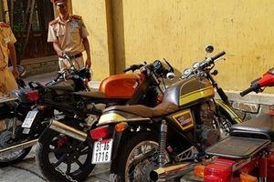 Ôtô chở môtô 'lậu' bị CSGT bắt giữ