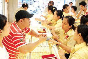 Chiến tranh thương mại Mỹ - Trung bị đẩy cao, giá vàng ghìm chân ở mức thấp