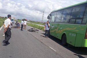 Xe máy 'đối đầu' xe khách, 2 nam thanh niên tử vong ở Nam Định