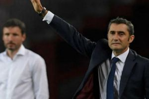 Barca hạ PSV với hat-trick của Messi, HLV Valverde nói gì?