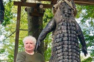Mỹ: Cụ bà bắn 'một phát chết tươi' cá sấu khổng lồ nặng 3 tạ