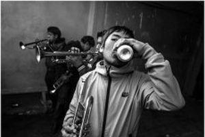 Những người thợ mỏ thiếu niên ở Bolivia