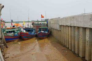 Doanh nghiệp ngang nhiên lấn sông Mã xây dựng công trình trái phép