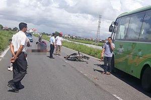 Hai người đi xe máy tử vong do va chạm xe khách