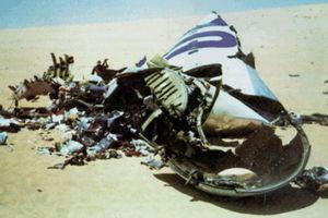 Ngày này năm xưa: Máy bay bị gài bom nổ tung trên sa mạc Sahara
