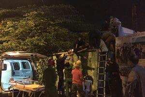 Bị CSGT dừng xe, tài xế ô tô bất ngờ leo lên tòa Alibaba nhảy lầu chấn thương nặng