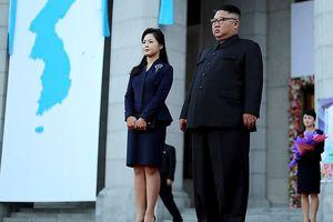 Đệ nhất Phu nhân Triều Tiên đẹp rạng ngời đón khách quý từ Hàn Quốc