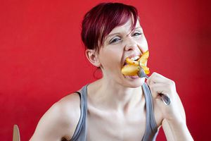 Người gầy nên ăn gì để tăng cân 'nhanh và an toàn'