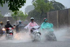 Thời tiết ngày 19/9: Hà Nội mưa dầm dề cả ngày, nguy cơ xảy ra lốc, sét