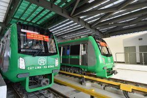 Cận cảnh tàu chạy trên đường sắt Cát Linh - Hà Đông