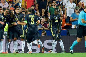 Ronaldo nhận thẻ đỏ, thành Manchester chia nửa buồn vui