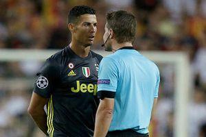 Sếp Juventus xuống tận đường hầm tìm gặp trọng tài đuổi Ronaldo
