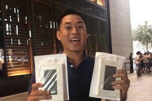 Huawei tặng sạc dự phòng cho người chờ mua iPhone