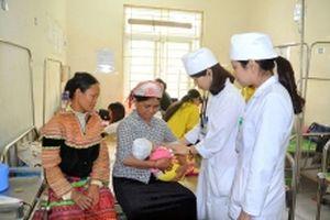 Cán bộ huyện Bảo Thắng đổi mới phong cách phục vụ nhân dân