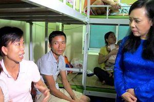 Chia sẻ khó khăn với gia đình bệnh nhi sau vụ cháy gần Bệnh viện Nhi Trung ương