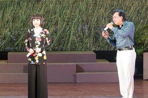 NSƯT Thanh Tuấn,Thanh Kim Huệ hát 'Cô gái tưới đậu' tại bế mạc LH cải lương