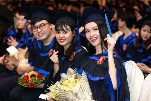 Á hậu Thùy Dung rạng rỡ trong lễ tốt nghiệp đại học