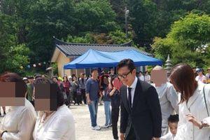 Lần đầu lộ ảnh, con trai Lee Byung Hun lập tức gây sốt